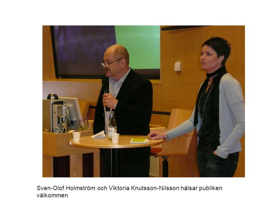 Sven-Olof Holmström och Viktoria Knutsson-Nilsson hälsar publiken välkommen