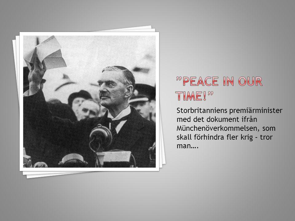 Storbritanniens premiärminister med det dokument ifrån Münchenöverkommelsen, som skall förhindra fler krig – tror man….