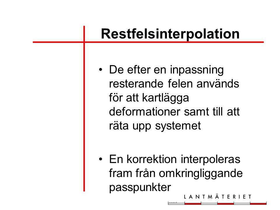 De efter en inpassning resterande felen används för att kartlägga deformationer samt till att räta upp systemet En korrektion interpoleras fram från o