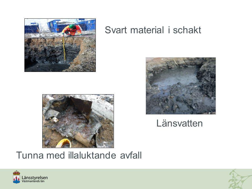 Svart material i schakt Länsvatten Tunna med illaluktande avfall