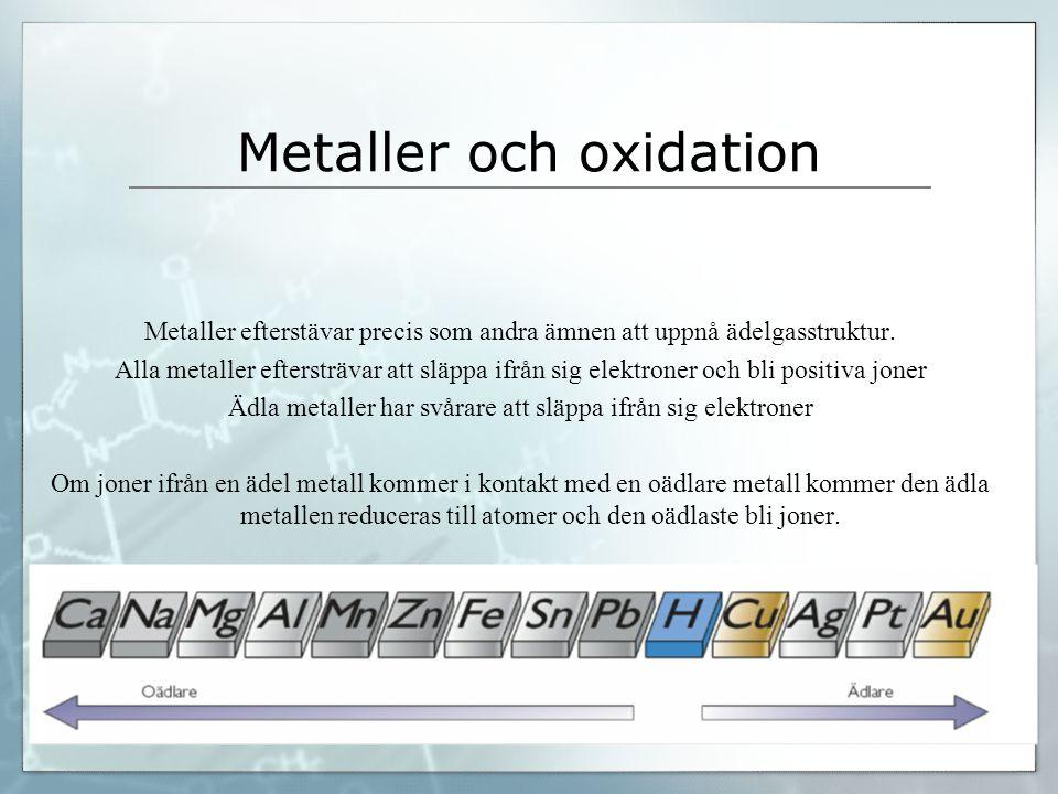 Metaller och oxidation Metaller efterstävar precis som andra ämnen att uppnå ädelgasstruktur. Alla metaller eftersträvar att släppa ifrån sig elektron