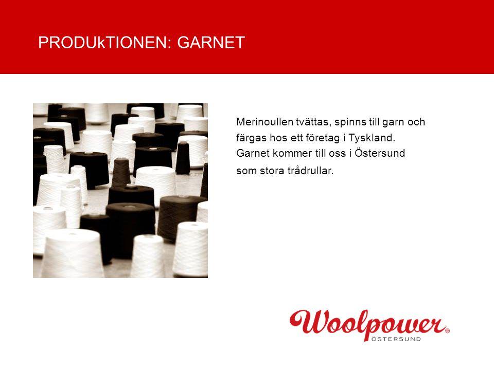 Merinoullen tvättas, spinns till garn och färgas hos ett företag i Tyskland. Garnet kommer till oss i Östersund som stora trådrullar. PRODUkTIONEN: GA