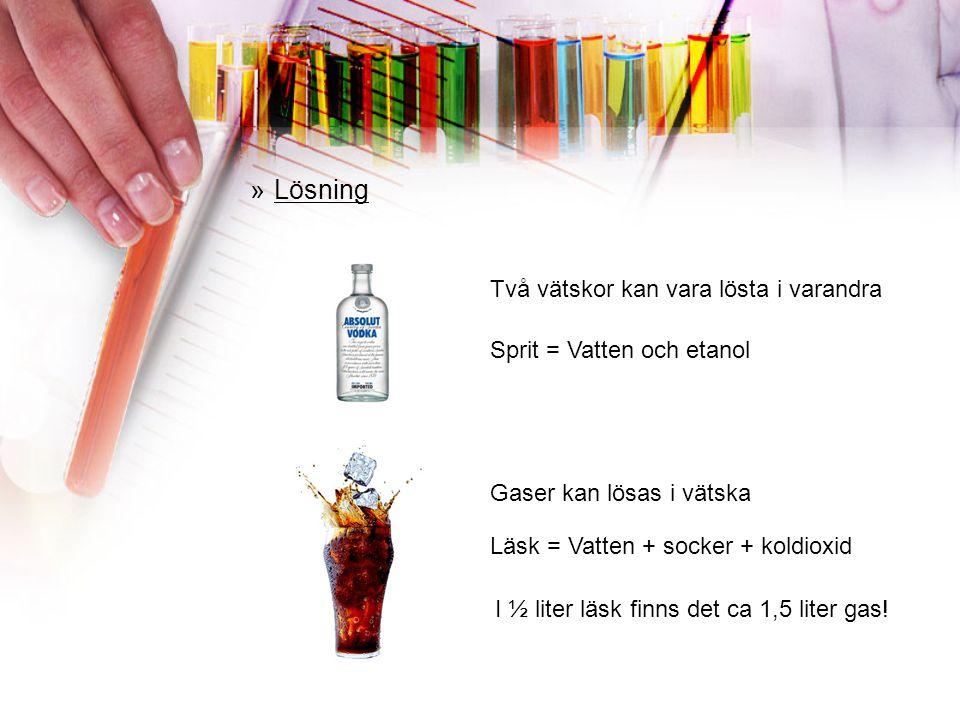 »Lösning Vatten sockerbit Sockerbitar i vattnet I en lösning kan man inte se att det finns två eller fler ämne blandade