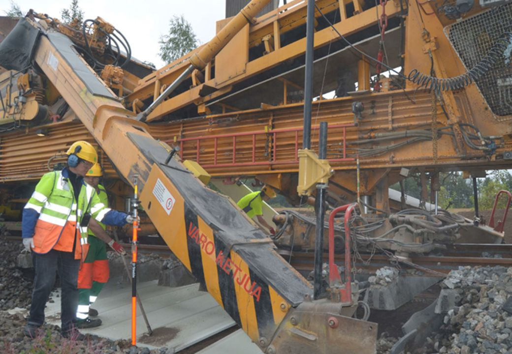 Riksväg 12 genom Tammerfors 2,3 km lång vägtunnel i berg, 2 trafikplatser, en tpl reservation i tunneln Trafikverket - Tammerfors stad - Utförandekonsortiet Projektet i utvecklingsfasen: Entreprenör-konsult –konsortiet (Lemminkäinen Infra Oy, A-Insinöörit Suunnittelu Oy, Saanio & Riekkola Oy) valdes i juni 2012 Projekteringen baseras på vägplanen från 2011 Byggstart hösten 2013.