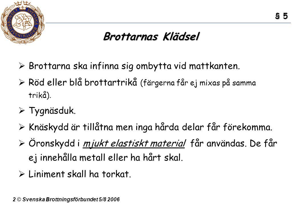 2 © Svenska Brottningsförbundet 5/8 2006 Brottarnas Klädsel  Brottarna ska infinna sig ombytta vid mattkanten.  Röd eller blå brottartrikå (färgerna