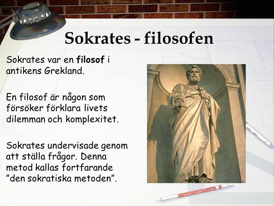 Sokrates - filosofen Sokrates var en filosof i antikens Grekland. En filosof är någon som försöker förklara livets dilemman och komplexitet. Sokrates
