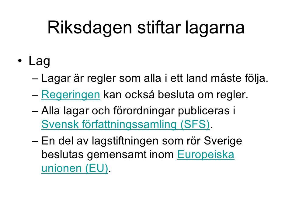 Nästan omöjligt göra Sverige till diktatur.En vanlig lag kan ändras genom ett beslut i riksdagen.