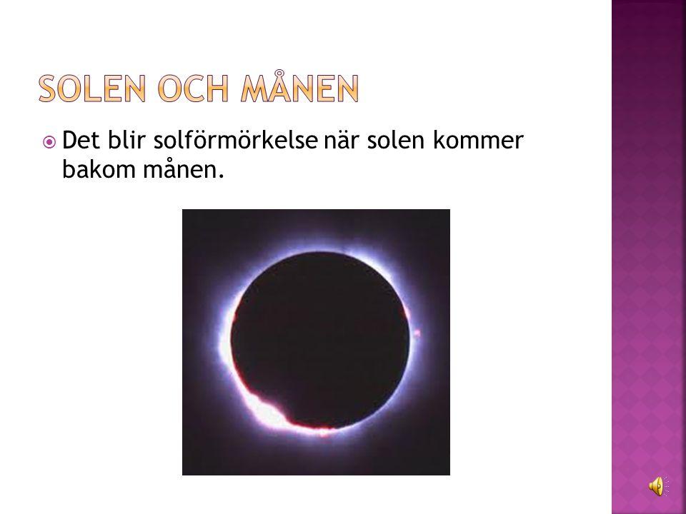  Det blir solförmörkelse när solen kommer bakom månen.