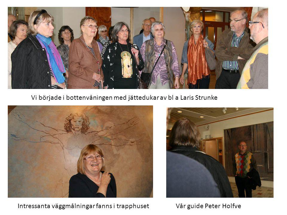 Vår guide Peter Holfve Vi började i bottenvåningen med jättedukar av bl a Laris Strunke Intressanta väggmålningar fanns i trapphuset