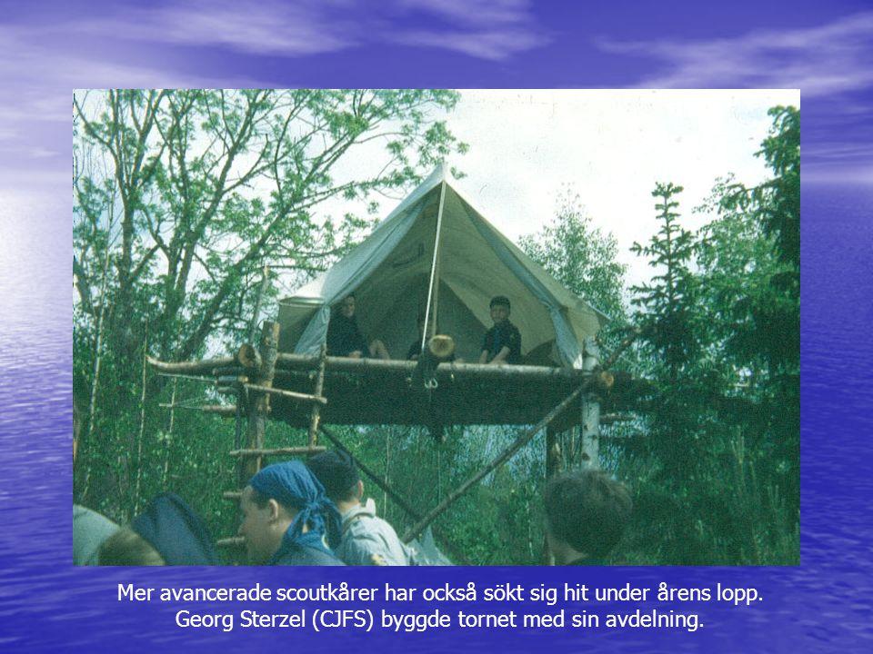 Mer avancerade scoutkårer har också sökt sig hit under årens lopp. Georg Sterzel (CJFS) byggde tornet med sin avdelning.