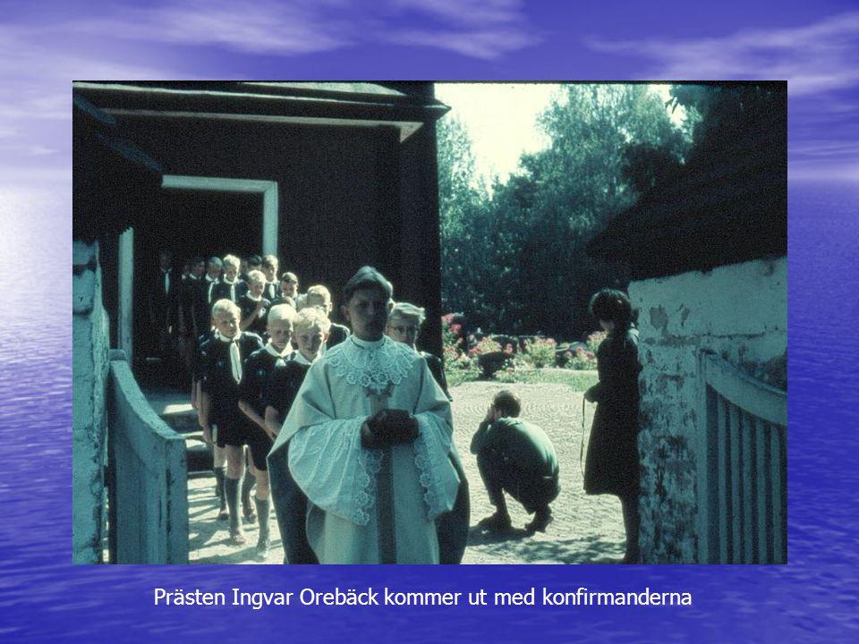 Prästen Ingvar Orebäck kommer ut med konfirmanderna