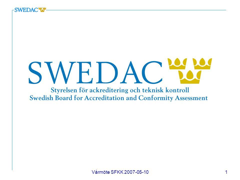 Vårmöte SFKK 2007-05-1012 Av SWEDAC ackrediterade certifierings- organ/företag 28 olika certifieringsföretag är ackrediterade i Sverige vilket bl.a innebär att de uppfyller kravet på ett etablerat ledningssystem för kvalitet 7 certifieringsföretag är ackrediterade för att certifiera ledningssystem för kvalitet, miljö, arbetsmiljö och informations- säkerhet i verksamheter som bedrivs inom hälso- och sjukvården CERTIFIERING Ledningssystem för kvalitet (ISO 9001:2000) n En återkommande bedömning utförd av en oberoende part som granskar att ledningssystemet är i överensstämmelse med standarden, är implementerat och verkningsfullt