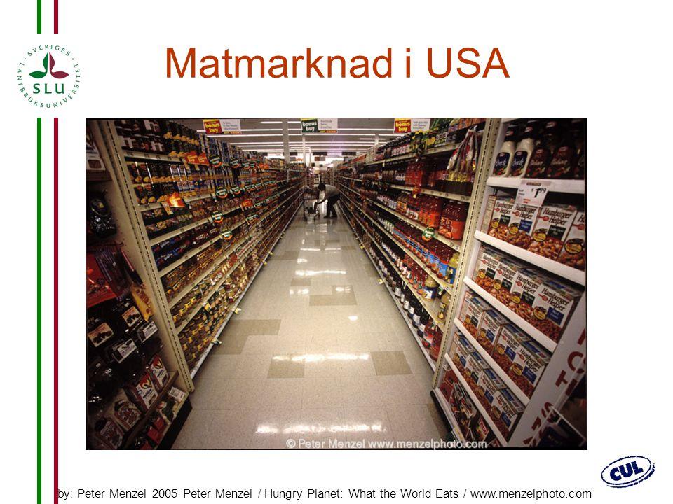 8 Matmarknad i Ecuador by: Peter Menzel 2005 Peter Menzel / Hungry Planet: What the World Eats / www.menzelphoto.com