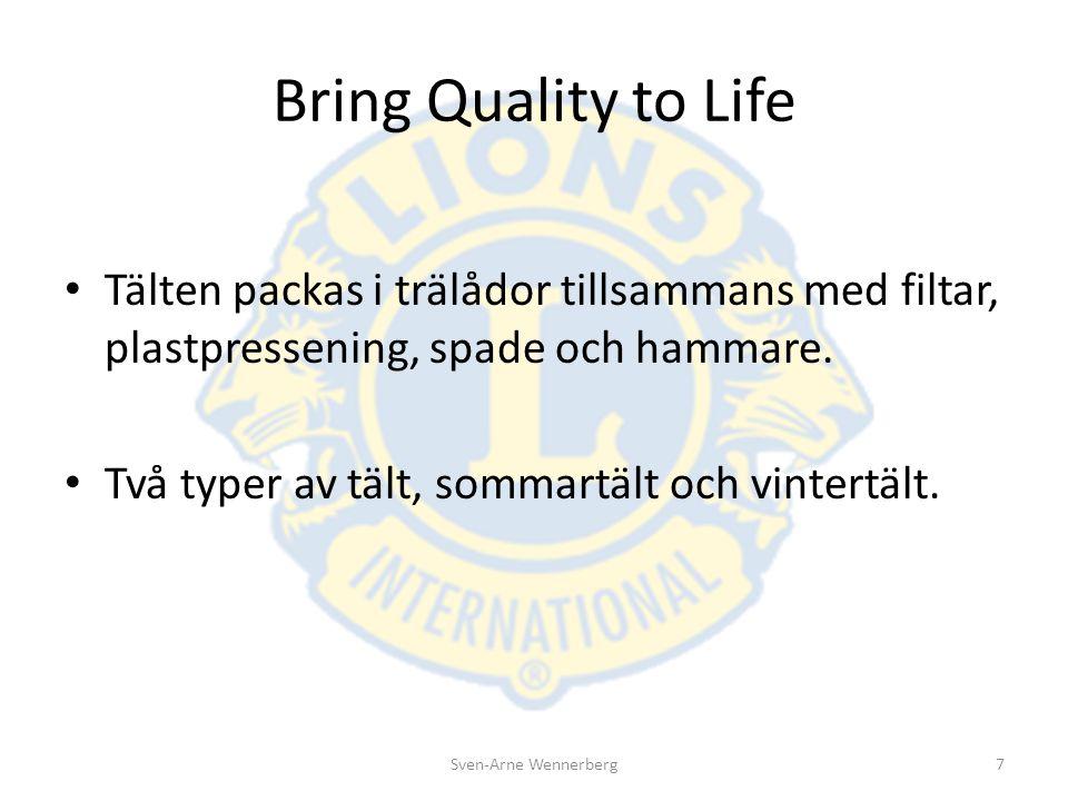 Bring Quality to Life Tälten packas i trälådor tillsammans med filtar, plastpressening, spade och hammare. Två typer av tält, sommartält och vintertäl