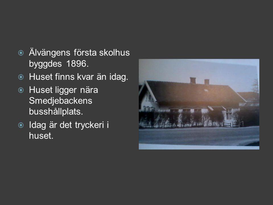  Älvängens första skolhus byggdes 1896.  Huset finns kvar än idag.  Huset ligger nära Smedjebackens busshållplats.  Idag är det tryckeri i huset.