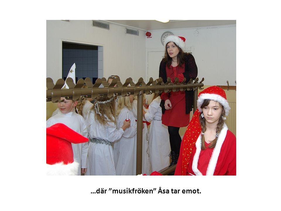 …där musikfröken Åsa tar emot.