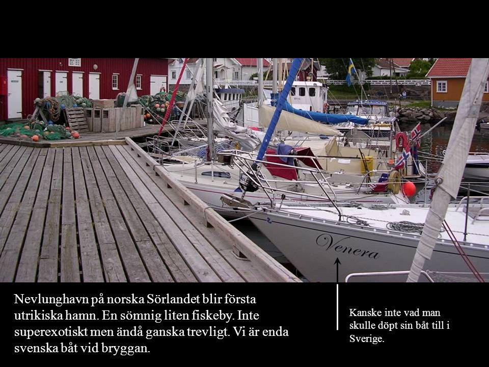 Nevlunghavn på norska Sörlandet blir första utrikiska hamn. En sömnig liten fiskeby. Inte superexotiskt men ändå ganska trevligt. Vi är enda svenska b