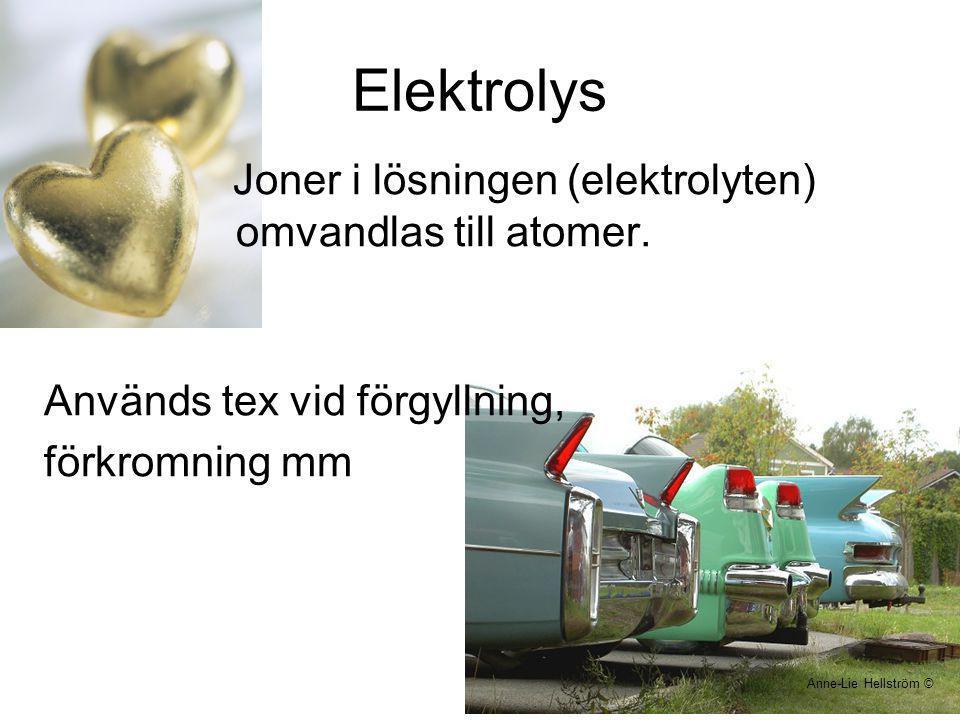 Elektrolys Joner i lösningen (elektrolyten) omvandlas till atomer. Används tex vid förgyllning, förkromning mm Anne-Lie Hellström ©
