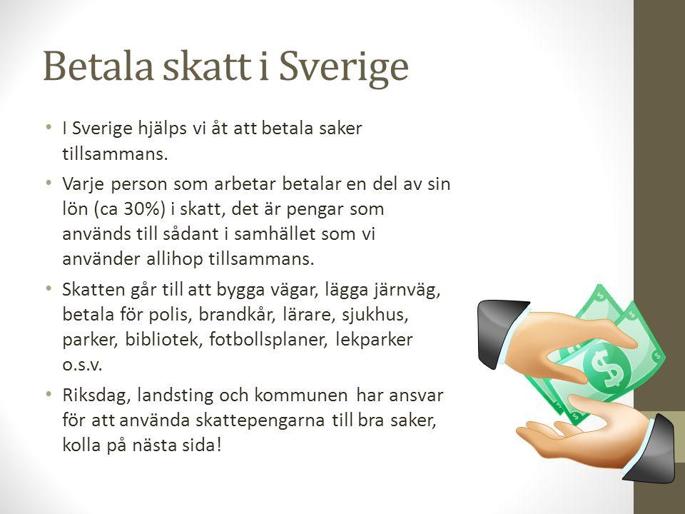 Betala skatt i Sverige I Sverige hjälps vi åt att betala saker tillsammans. Varje person som arbetar betalar en del av sin lön (ca 30%) i skatt, det ä