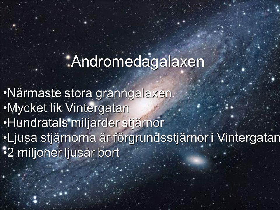 Andromedagalaxen Andromedagalaxen Närmaste stora granngalaxenNärmaste stora granngalaxen Mycket lik VintergatanMycket lik Vintergatan Hundratals miljarder stjärnorHundratals miljarder stjärnor Ljusa stjärnorna är förgrundsstjärnor i VintergatanLjusa stjärnorna är förgrundsstjärnor i Vintergatan 2 miljoner ljusår bort2 miljoner ljusår bort