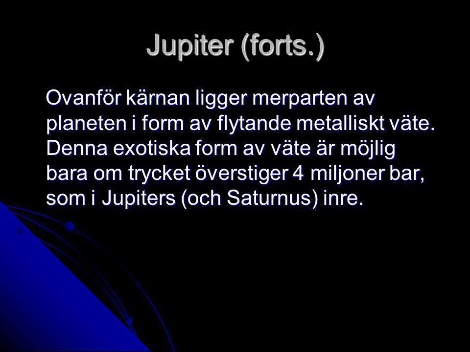 Jupiter (forts.) Ovanför kärnan ligger merparten av planeten i form av flytande metalliskt väte. Denna exotiska form av väte är möjlig bara om trycket