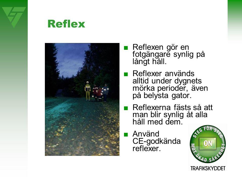 Reflex ■Reflexen gör en fotgängare synlig på långt håll. ■Reflexer används alltid under dygnets mörka perioder, även på belysta gator. ■Reflexerna fäs