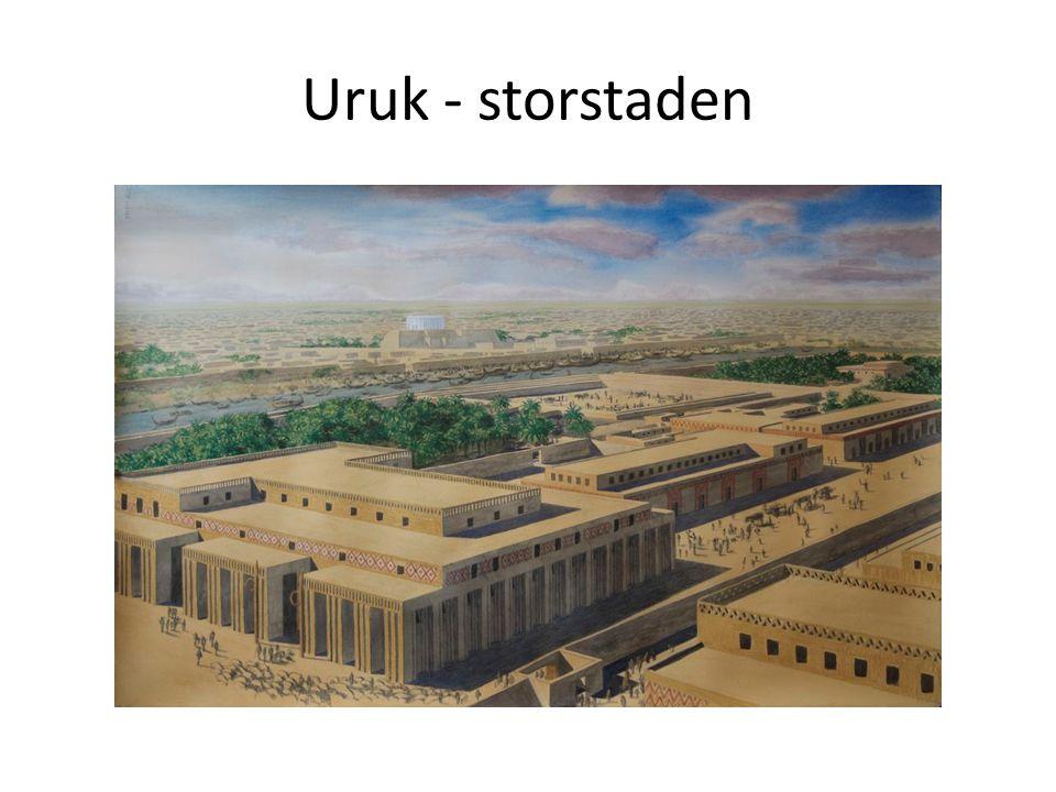 I Uruk fanns det människor med olika yrken: bagare, smeder, präster, krukmakare och skrivare.