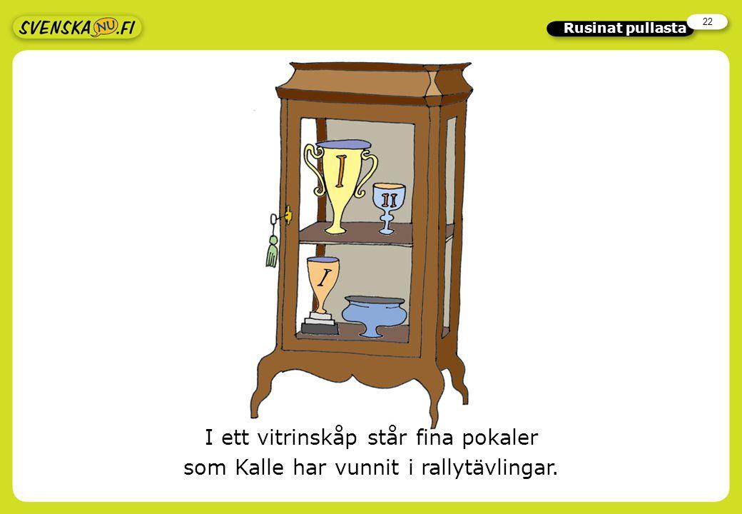 22 Rusinat pullasta I ett vitrinskåp står fina pokaler som Kalle har vunnit i rallytävlingar.