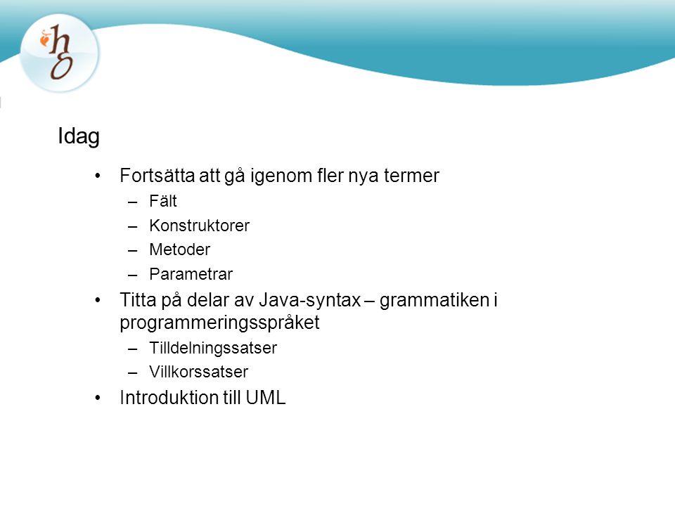 Idag Fortsätta att gå igenom fler nya termer –Fält –Konstruktorer –Metoder –Parametrar Titta på delar av Java-syntax – grammatiken i programmeringsspr
