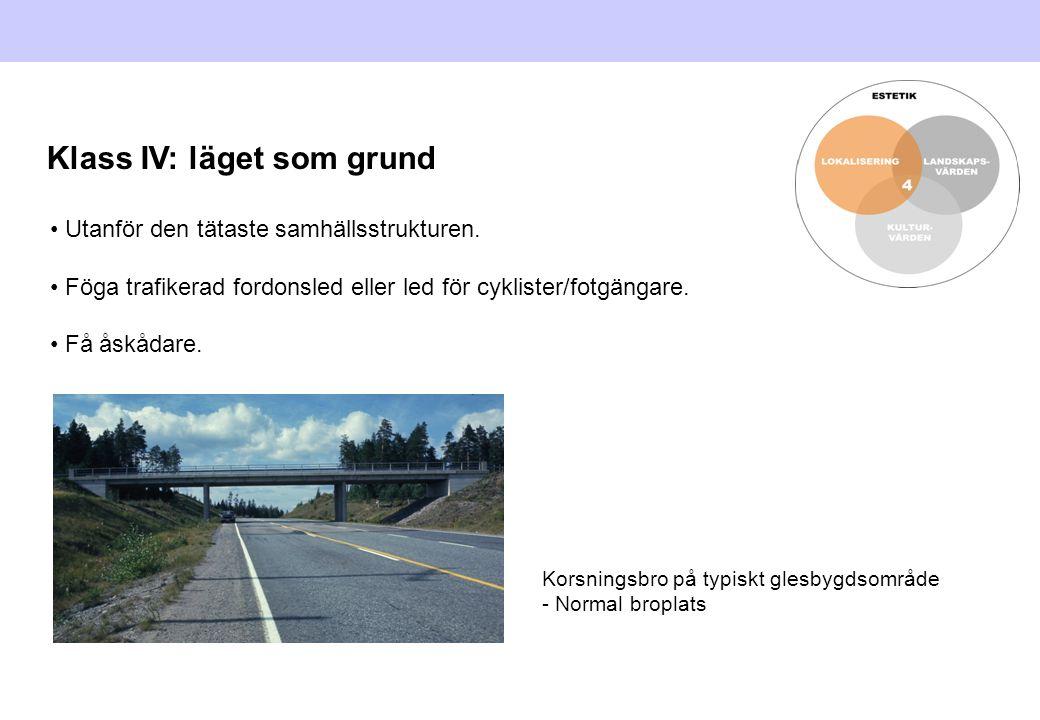 Utanför den tätaste samhällsstrukturen. Föga trafikerad fordonsled eller led för cyklister/fotgängare. Få åskådare. Korsningsbro på typiskt glesbygdso