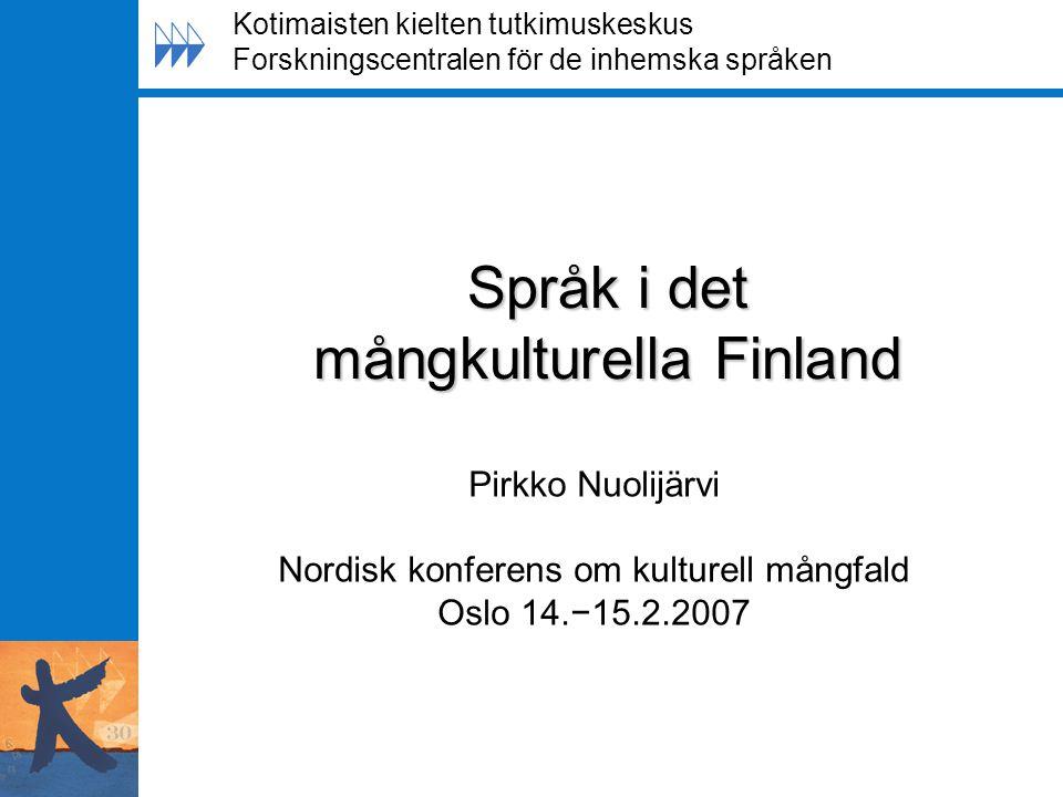 Språklag 2003 Gäller enspråkiga och tvåspråkiga myndigheter Rätten att använda sitt eget språk vid myndigheter Flexibel service på båda språken Information på både finska och svenska Myndigheternas skyldighet att främja individens språkliga rättigheter