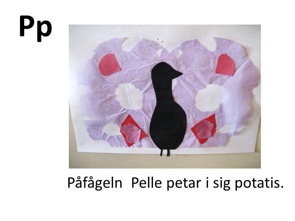 Pp Påfågeln Pelle petar i sig potatis.