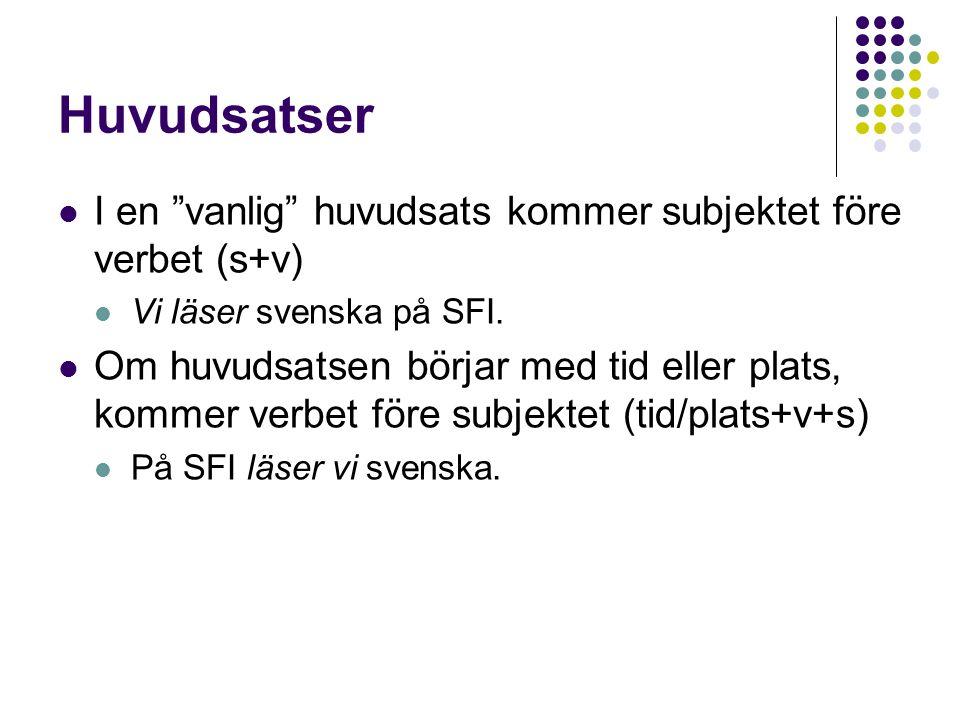 """Huvudsatser I en """"vanlig"""" huvudsats kommer subjektet före verbet (s+v) Vi läser svenska på SFI. Om huvudsatsen börjar med tid eller plats, kommer verb"""