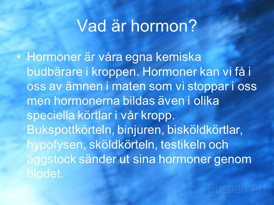 Vad är hormon? Hormoner är våra egna kemiska budbärare i kroppen. Hormoner kan vi få i oss av ämnen i maten som vi stoppar i oss men hormonerna bildas