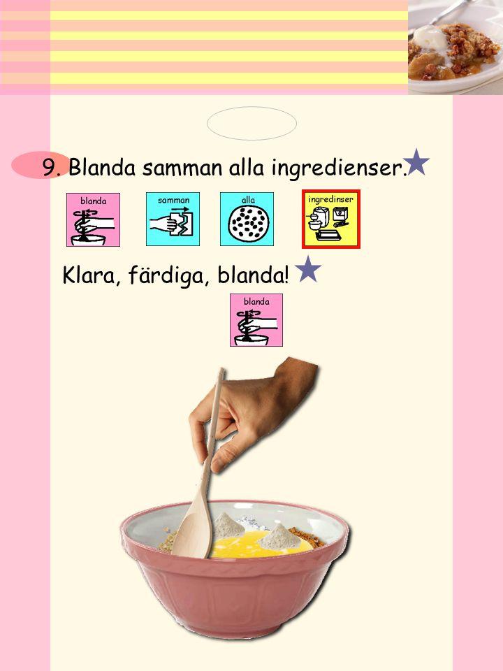 8. Tillsätt havregryn, vetemjöl farinsocker, bakpulver, och smält smör. i en bunke