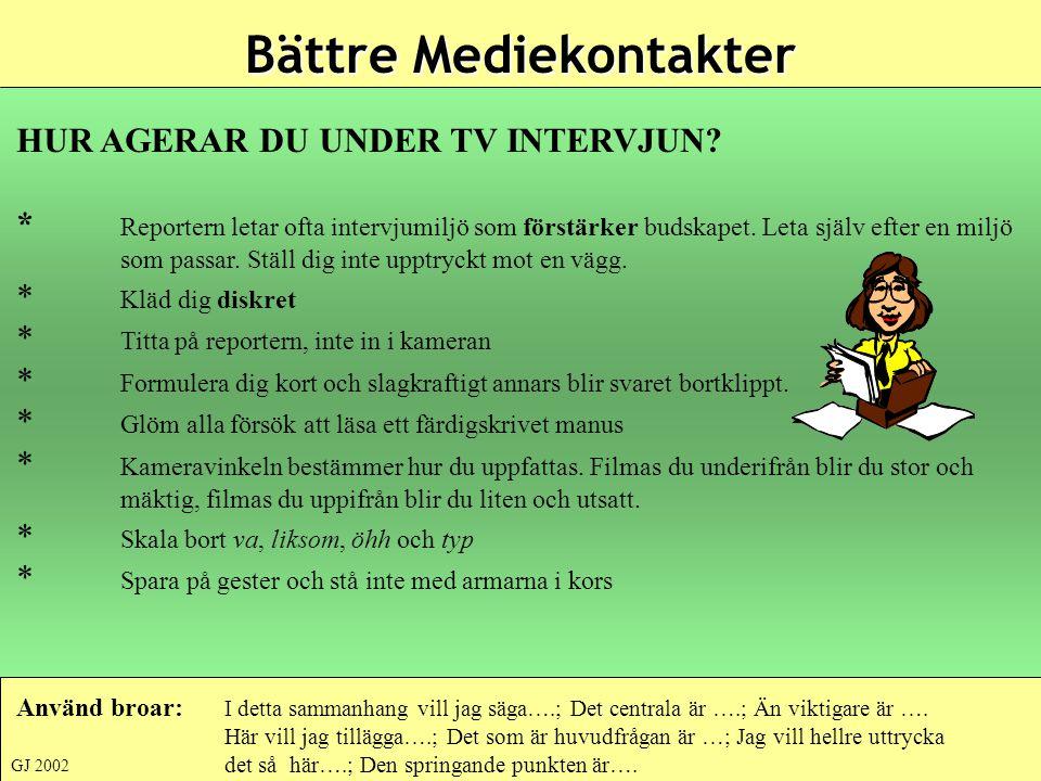 HUR AGERAR DU UNDER TV INTERVJUN? * Reportern letar ofta intervjumiljö som förstärker budskapet. Leta själv efter en miljö som passar. Ställ dig inte