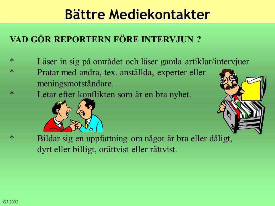 VAD GÖR REPORTERN FÖRE INTERVJUN ? *Läser in sig på området och läser gamla artiklar/intervjuer *Pratar med andra, tex. anställda, experter eller meni