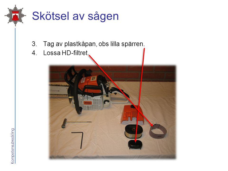 Kompetensutveckling Skötsel av sågen 3.Tag av plastkåpan, obs lilla spärren. 4.Lossa HD-filtret.