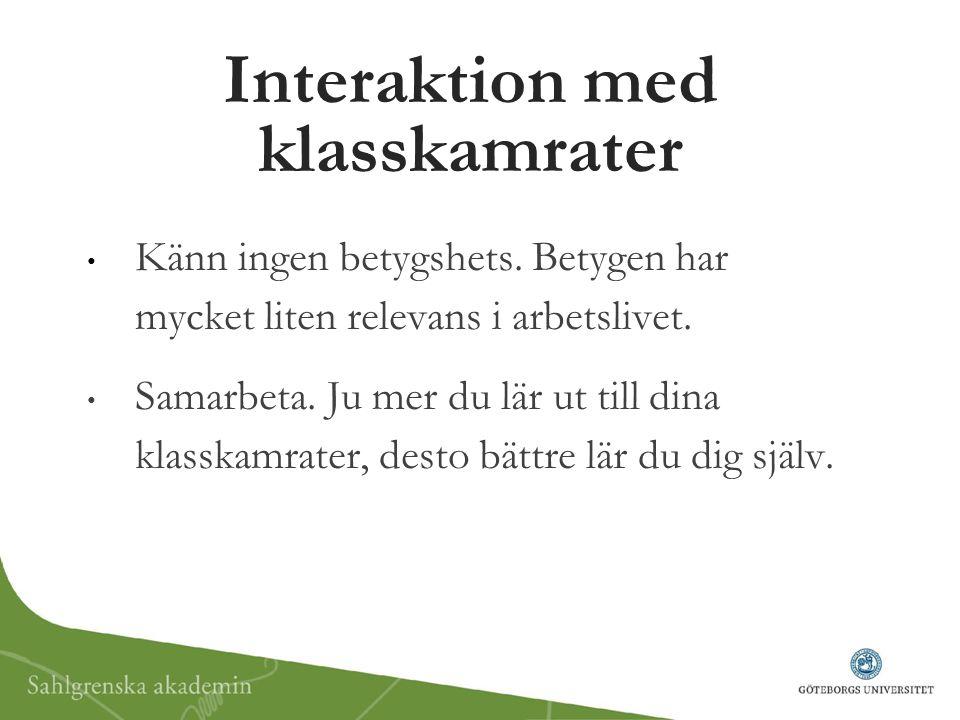 Interaktion med klasskamrater Känn ingen betygshets. Betygen har mycket liten relevans i arbetslivet. Samarbeta. Ju mer du lär ut till dina klasskamra