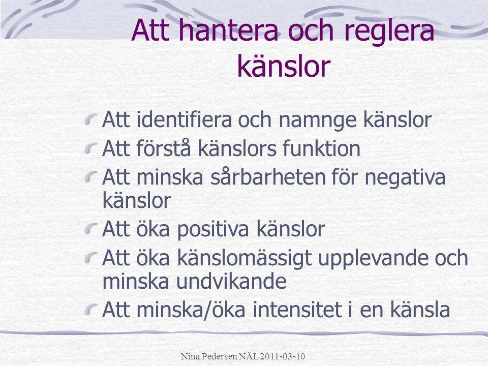 Nina Pedersen NÄL 2011-03-10 Att hantera och reglera känslor Att identifiera och namnge känslor Att förstå känslors funktion Att minska sårbarheten fö