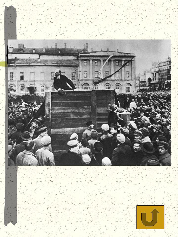 Vladimir Iljits Uljanov (Lenin) talar till massorna.Trotski till höger om talarstolen. Senare refuserades Trotski från bilden då han hamnade i onåd. D
