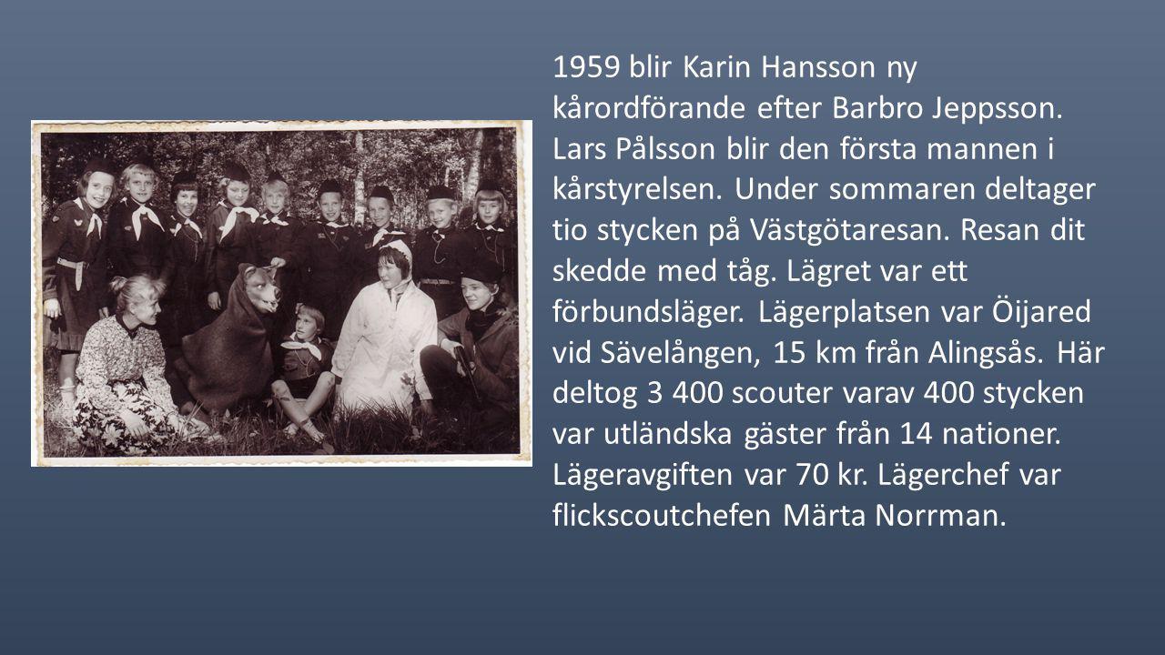 1958 bildades kårens första föräldraförening. Barbro Jeppsson åker till Granstanda i Gästrikland för att deltaga på seniorscouternas Gilwellkurs. Dock