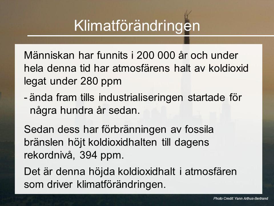 Klimatförändringen Människan har funnits i 200 000 år och under hela denna tid har atmosfärens halt av koldioxid legat under 280 ppm Photo Credit: Yann Arthus-Bertrand -ända fram tills industrialiseringen startade för några hundra år sedan.