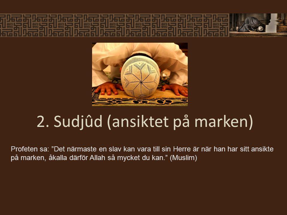 """Profeten sa: """"Det närmaste en slav kan vara till sin Herre är när han har sitt ansikte på marken, åkalla därför Allah så mycket du kan."""" (Muslim) 2. S"""