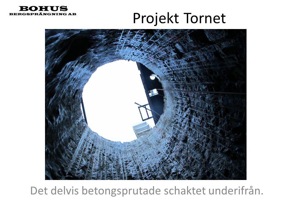 Projekt Tornet Det delvis betongsprutade schaktet underifrån.