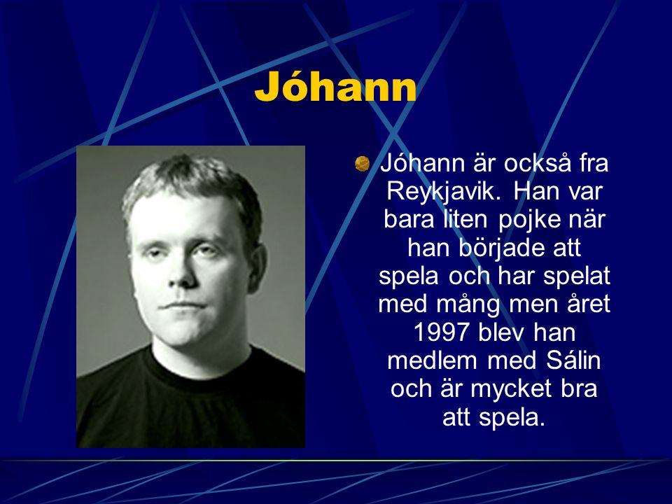 Friðrik Friðrik Sturluson är född I en stad sem heter Búðardal. Han var mycket I musik men han ville inte vara I den han studerade grafic I en artskol