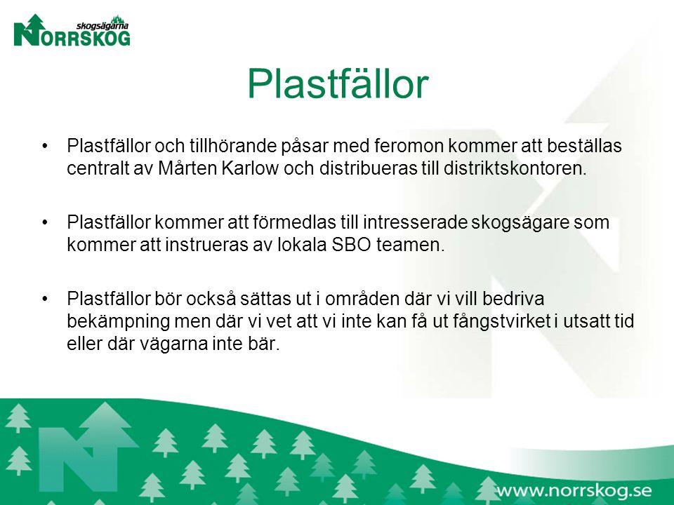 Plastfällor Plastfällor och tillhörande påsar med feromon kommer att beställas centralt av Mårten Karlow och distribueras till distriktskontoren.