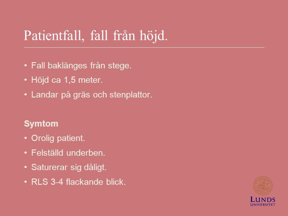Patientfall, fall från höjd. Fall baklänges från stege. Höjd ca 1,5 meter. Landar på gräs och stenplattor. Symtom Orolig patient. Felställd underben.